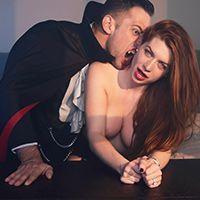 Секс рыжей красотки в чулках с вампиром
