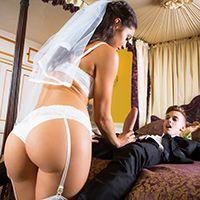 Смотреть порно втроем со стройными невестами