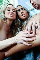 Секс втроем с молоденькими красивыми блондинками #4