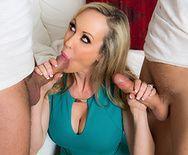Групповой секс с грудастой зрелой блондинкой - 3