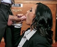 Горячее порно с сексуальной брюнеткой прокурором в суде - 1