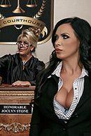 Горячее порно с сексуальной брюнеткой прокурором в суде #2