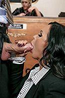 Горячее порно с сексуальной брюнеткой прокурором в суде #3