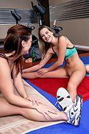 Трио молодых худеньких лесбиянок ласкается в спортзале #3