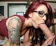 Горячий секс студента с училкой на столе - 2