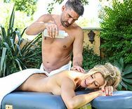 Красивый секс со стройной блондинкой после массажа - 1
