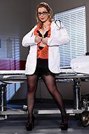 Секс пышной медсестры в униформе с пациентом #1