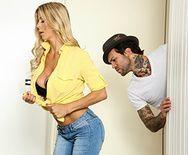 Порно с блондинкой на кухне - 1