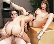 Секс втроем с двумя сексуальными студентками - 3