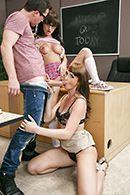 Секс втроем с двумя сексуальными студентками #3