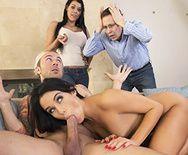 Групповой секс со стройными сексуальными брюнетками - 2
