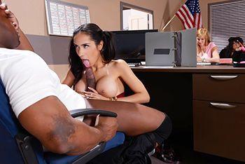 Межрасовый секс негра со студенткой