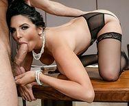Красивый секс с сисястой секретаршей на столе - 2