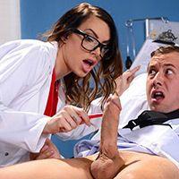 Порно пышнозадой медсестры с пациентом в палате