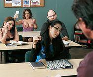 Порно с пышногрудой студенткой и ее преподавателем - 1