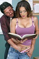 Порно с пышногрудой студенткой и ее преподавателем #5