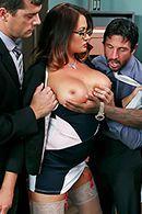 Порно с ненасытной мамашкой и тремя хуями #2