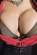 Порно с сисястой брюнеткой на студии #2