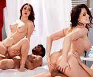 Групповое порно с красотками после эротического массажа - 5