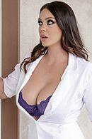 Домашнее порно с пышной медсестрой на кровати #2