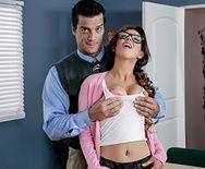 Секс с сексуальной студенткой на столе за зачет - 1