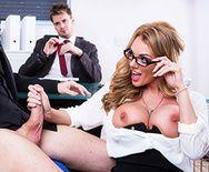 Порно пышногрудой секретарши с боссом - 1