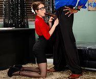 Межрасовый секс с секретаршей в чулках - 2
