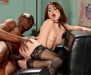 Межрасовый секс с секретаршей в чулках - 4