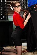 Межрасовый секс с секретаршей в чулках #3