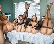 Смотреть большую групповуху с тремя медсестрами в палате - 4
