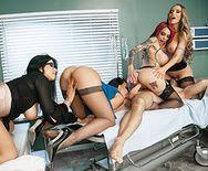 Смотреть большую групповуху с тремя медсестрами в палате - 5