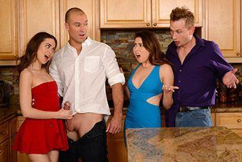 Групповое порно с друзьями свингерами на кухне