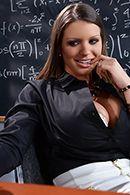 Групповой секс втроем со студентками на столе #3