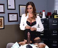 Смотреть межрасовый секс негра со страстной брюнеткой в участке - 1