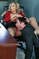 Смотреть порно с ненасытной блондинкой в офисе #2