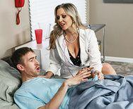Порно сексуальной светловолосой медсестры на большом члене - 2