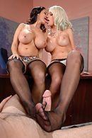 Секс втроем со зрелыми грудастыми училками #2
