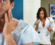Анальный секс с пышногрудой медсестрой нимфоманкой - 1