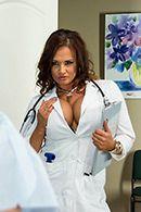 Анальный секс с пышногрудой медсестрой нимфоманкой #2