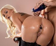 Смотреть анальный секс блондинки с огромной задницей - 1
