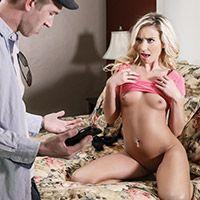 Смотреть страстный секс мастурбирующей стройной блондинки с её парнем