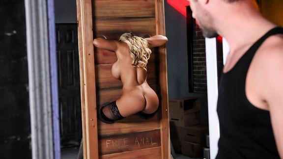 Смотреть жесткий анал с блондинкой в виде роллевой игры