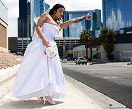 Вагинальный трах черноволосой невесты с большими сиськами - 1