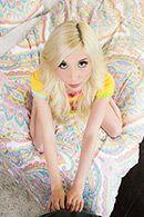 Смотреть секс втроем с молодой блондинкой с натуральными сиськами #2