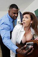 Межрасовый секс со зрелой грудастой брюнеткой #1