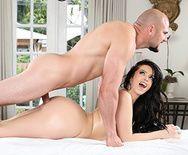 Смотреть красивый секс сексуальной брюнетки с огромной задницей на массаже - 5