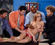 Жестко групповое анальное порно с развратной сексуальной брюнеткой и тремя мужиками - 1