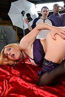 Смотреть трах в пизду сексуальной блондинки в чулках #2