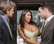 Смотреть секс измену грудастой брюнетки с боссом мужа - 2