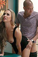 Секс втроем с двумя зрелыми шлюшками с большими сиськами #1